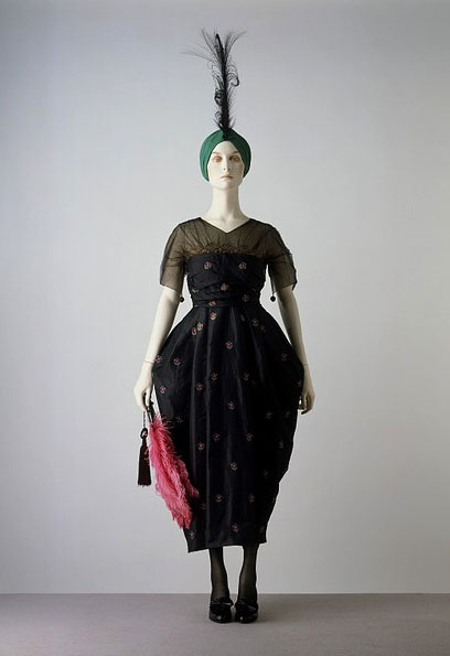 Evening Dress from an unidentified designer, 1916 - 1918. Net and taffeta, brocaded with silks, and trimmed with gilt lace. From The Victoria and Albert Museum, accession number T.165-1960.