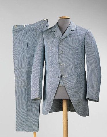Suit from Belle Jardinière, ca. 1900. Cotton and wool ensemble; jacket is 90.2 cm at CB. Accession number 2009.300.1003a–c at The Metropolitan Museum of Art.
