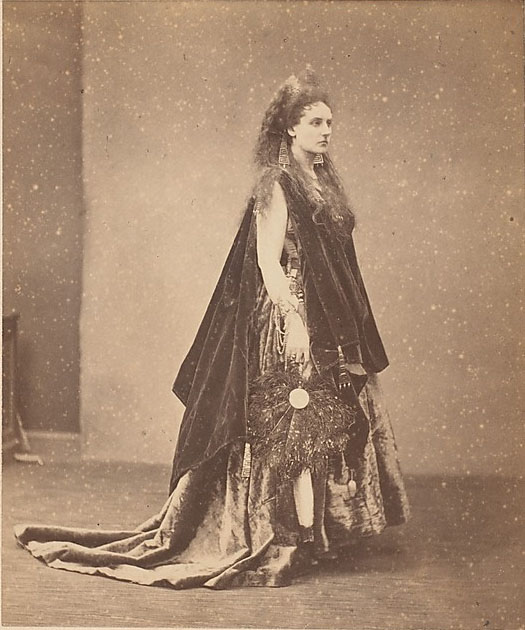 Pierson, Pierre-Louis. La Reine d'Étrurie, 1863-67. Albumen silver print from glass negative, 11.3 x 9.4 cm. Accession number 2005.100.421 at The Metropolitan Museum of Art.